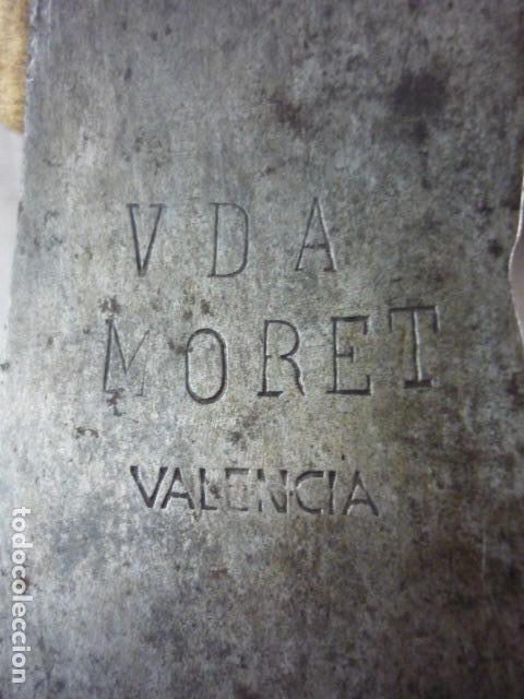 Antigüedades: Hacha Pico Bomberos - Militar - Viuda Moret Valencia - 44cm - Con Funda - Foto 5 - 116586883