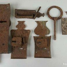 Antigüedades: CONJUNTO DE CERRADURAS, MANETA Y ARGOLLA. HIERRO FORJADO. SIGLO XIX. . Lote 116599175