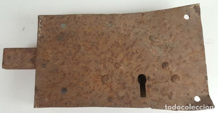 Antigüedades: CONJUNTO DE CERRADURAS, MANETA Y ARGOLLA. HIERRO FORJADO. SIGLO XIX. - Foto 11 - 116599175