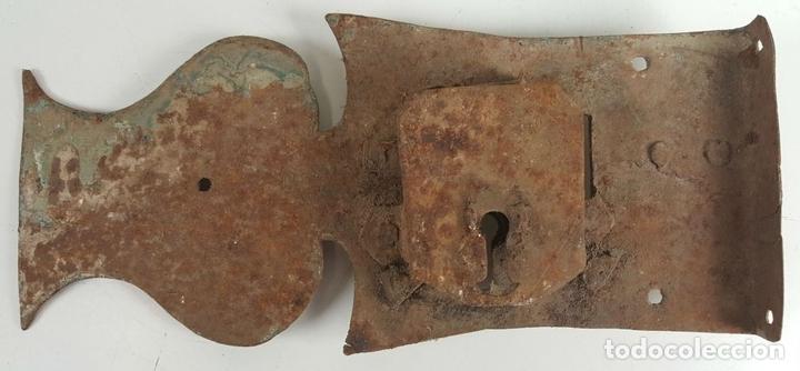 Antigüedades: CONJUNTO DE CERRADURAS, MANETA Y ARGOLLA. HIERRO FORJADO. SIGLO XIX. - Foto 12 - 116599175