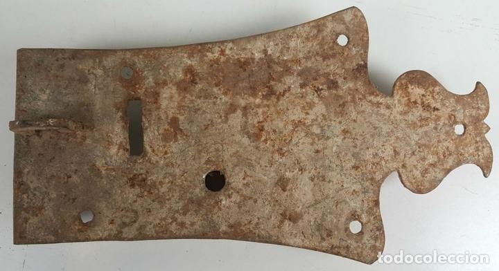Antigüedades: CONJUNTO DE CERRADURAS, MANETA Y ARGOLLA. HIERRO FORJADO. SIGLO XIX. - Foto 14 - 116599175