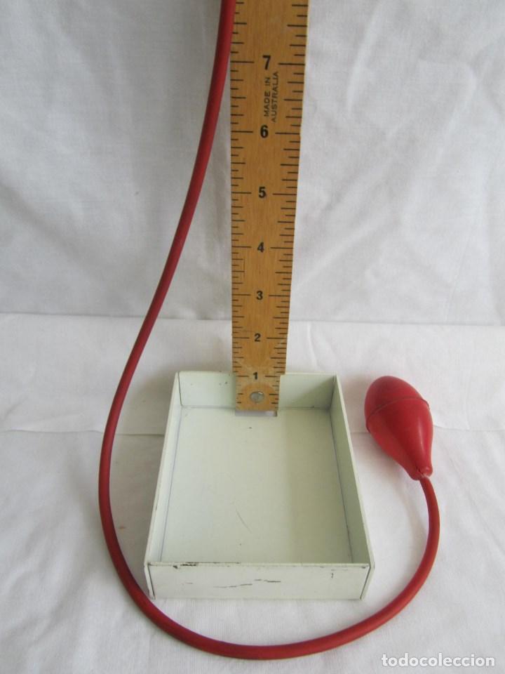 Antigüedades: Herramienta de fabricación australiana Singer para marcar faldas con talco - Foto 5 - 116606151