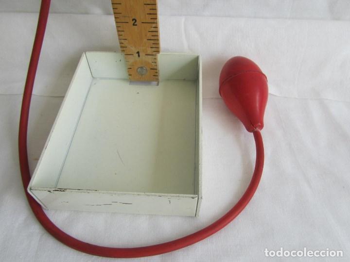 Antigüedades: Herramienta de fabricación australiana Singer para marcar faldas con talco - Foto 7 - 116606151