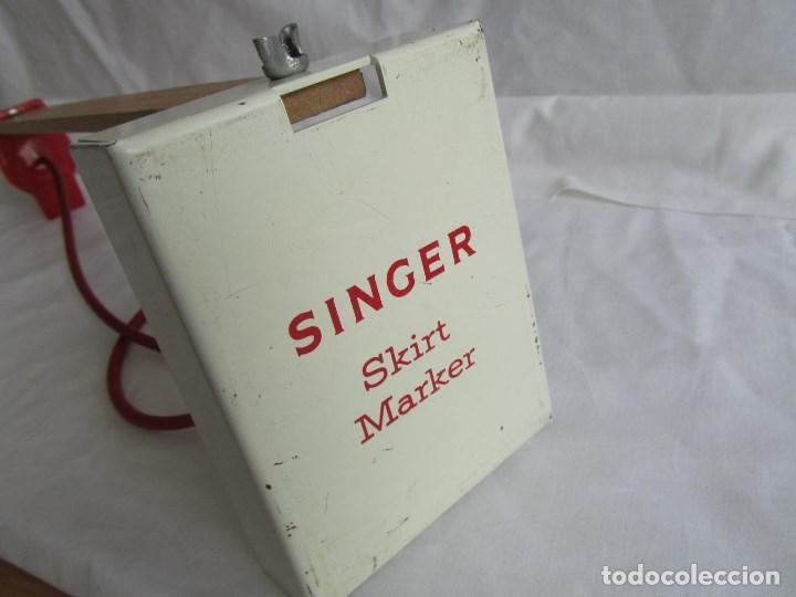 Antigüedades: Herramienta de fabricación australiana Singer para marcar faldas con talco - Foto 13 - 116606151