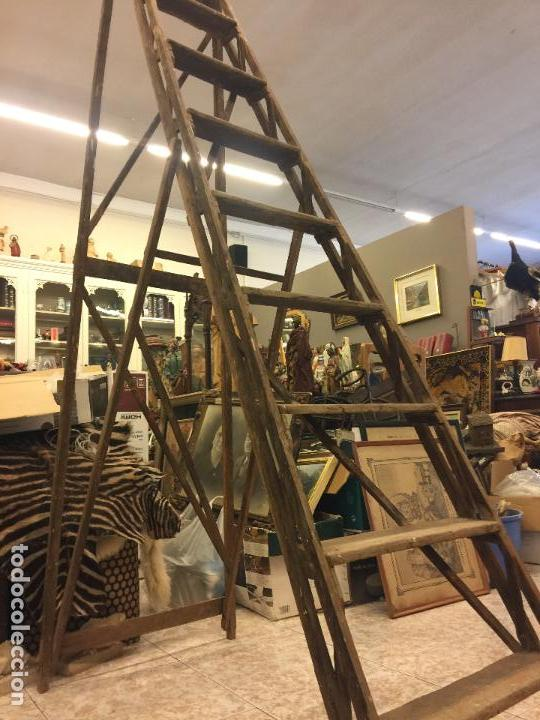 Usado, Antigua escalera de pintor o de biblioteca, muy decorativa. Ver medidas... segunda mano