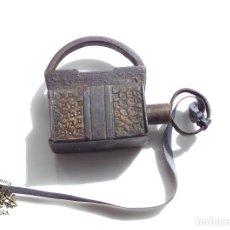 Antigüedades: CANDADO DE FORJA MUY BUENA CONSERVACIÓN FUNCIONANDO 4 DE LARGO POR 5,2 CM DE ALTO. Lote 116823035