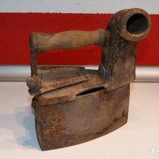 Antigüedades: ANTIGUA PLANCHA DE CARBÓN TIPO CHIMENEA.. Lote 116828663