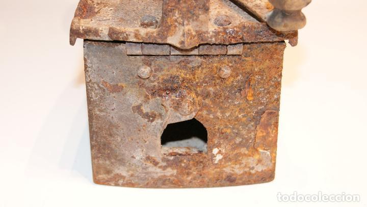 Antigüedades: Antigua plancha de carbón tipo chimenea. - Foto 3 - 116828663