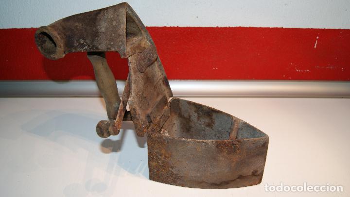 Antigüedades: Antigua plancha de carbón tipo chimenea. - Foto 5 - 116828663
