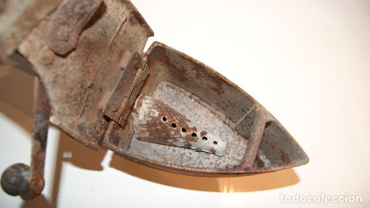 Antigüedades: Antigua plancha de carbón tipo chimenea. - Foto 6 - 116828663