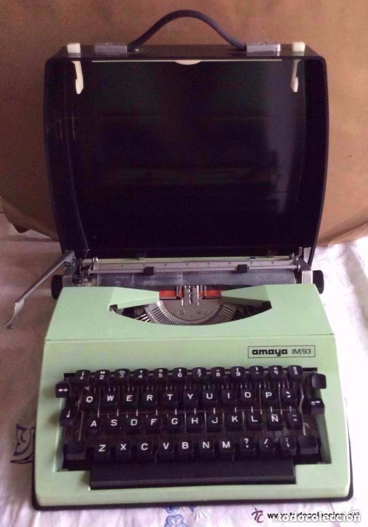 MÁQUINA DE ESCRIBIR AMAYA EN COLOR VERDE ,CON SU MALETÍN.IDEAL COLECCIONISTAS (Antigüedades - Técnicas - Máquinas de Escribir Antiguas - Otras)