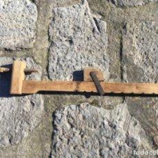 Antigüedades: SARGENTO DE MADERA ANTIGUO. Lote 117085835