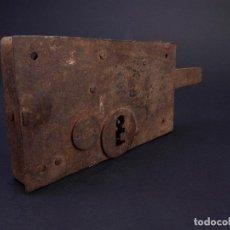 Antigüedades: CERRADURA DE HIERRO FORJADO SIGLO XIX. Lote 117155939