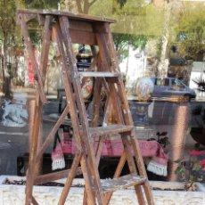Antigüedades: ESCALERA EN MADERA. ESTILO VINTAGE. ESPAÑA. PRINCIPIOS DE SIGLO XX.. Lote 157235853