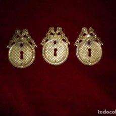 Antigüedades: CONJUNTO DE 3 TIRADORES DE BRONCE ESTILO IMPERIO. Lote 117246971