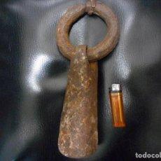Antigüedades: IMPRESIONANTE ALDABA MEDIEVAL DE PUERTA DE CASTILLO. Lote 117374227