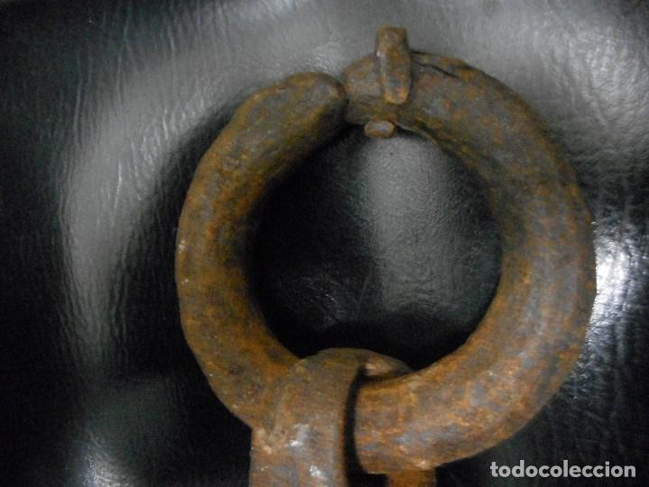 Antigüedades: impresionante aldaba medieval de puerta de castillo - Foto 3 - 117374227
