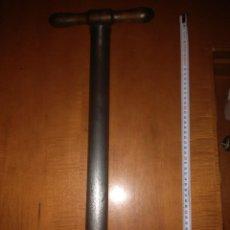 Antigüedades: ANTIGUA BOMBA DE BICICLETAS. Lote 117641139