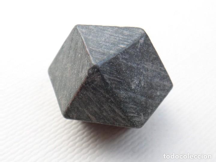 Antigüedades: ponderal poligonal de bronce - Foto 2 - 117650379