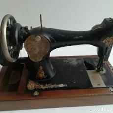 Antigüedades: MAQUINA DE COSER PORTATIL, MARCA SINGER, SIGLO XIX. Lote 117803343