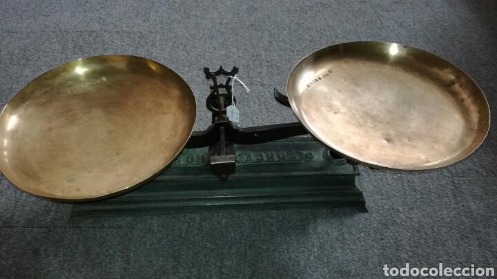 BALANZA DE HIERRO FUNDIDO Y PLATOS DE METAL (Antigüedades - Técnicas - Medidas de Peso - Balanzas Antiguas)