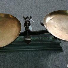 Antiques - Balanza de hierro fundido y platos de metal - 117814907