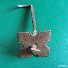 Antigüedades: CLAVO CON EMBELLECEDOR HIERRO 10CMX5CMX5CMX1CMX1CMCLAVO.. Lote 117915459