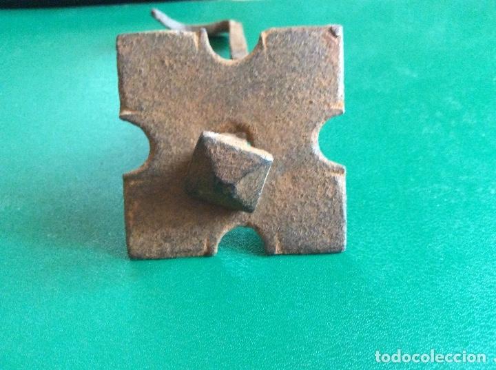 Antigüedades: Clavo con embellecedor hierro 10cmx5cmx5cmx1cmx1cmclavo. - Foto 2 - 117915459