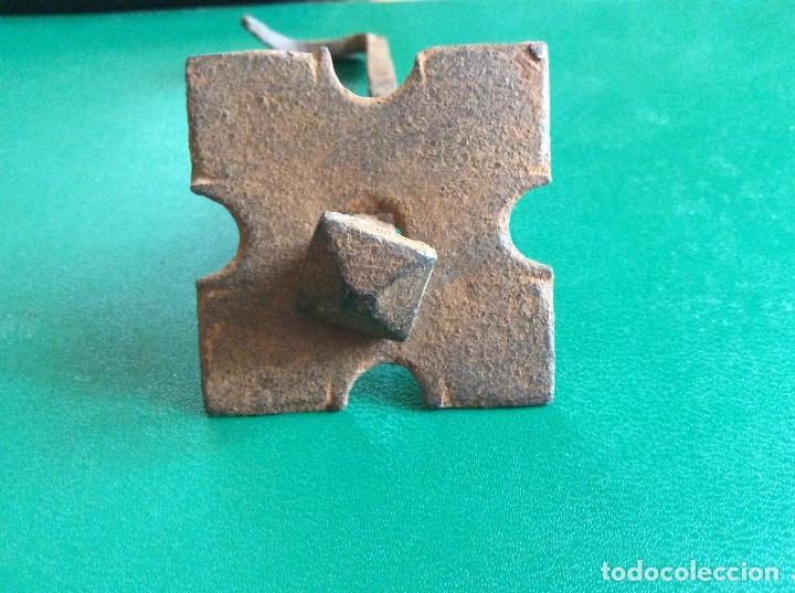 Antigüedades: Clavo con embellecedor hierro 10cmx5cmx5cmx1cmx1cmclavo. - Foto 3 - 117915459