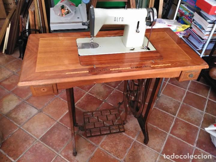 MAQUINA DE COSER ALFA DEL 63 (FUNCIONANDO) (Antigüedades - Técnicas - Máquinas de Coser Antiguas - Alfa)