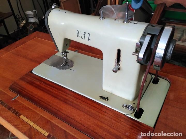 Antigüedades: Maquina de coser Alfa del 63 (funcionando) - Foto 2 - 118067783