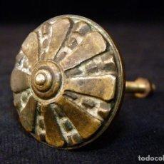 Antigüedades: GRAN POMO TIRADOR DE BRONCE MACIZO. 4,2 CM. MUEBLES. AÑOS 20. Lote 118128535