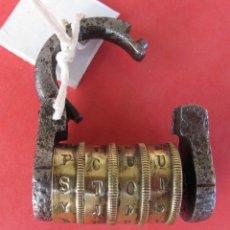 Antigüedades: MUY ANTIGUO CANDADO VICTORIANO CON COMBINACION DE 4 RODILLOS AÑOS 1860 A 1900. Lote 118140091