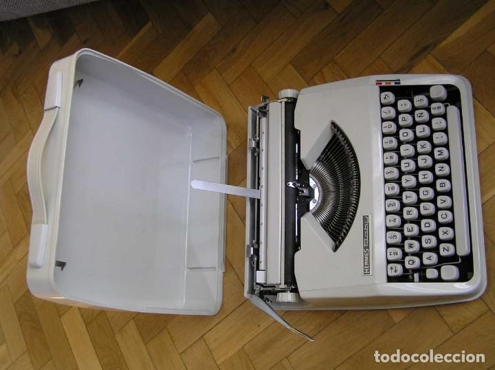 Antigüedades: MAQUINA DE ESCRIBIR HERMES BABY CON SU MALETIN TYPEWRITER - Foto 19 - 118229555