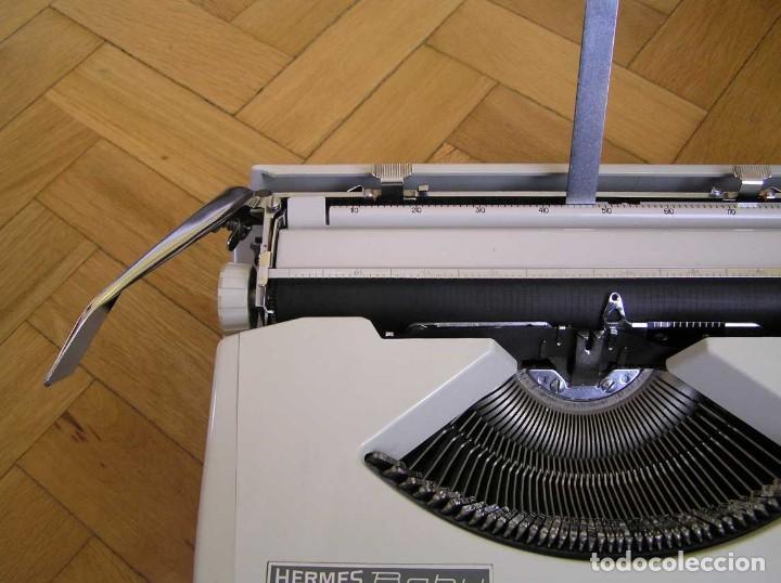 Antigüedades: MAQUINA DE ESCRIBIR HERMES BABY CON SU MALETIN TYPEWRITER - Foto 26 - 118229555