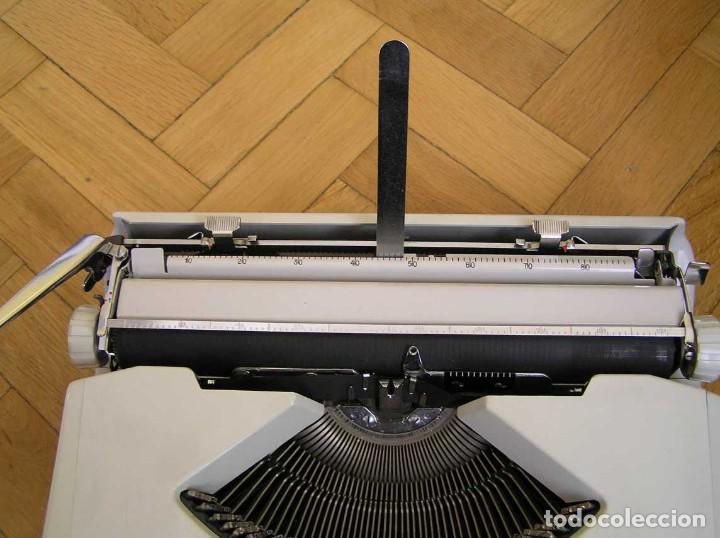 Antigüedades: MAQUINA DE ESCRIBIR HERMES BABY CON SU MALETIN TYPEWRITER - Foto 39 - 118229555