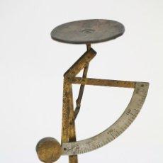 Antigüedades: ANTIGUA BÁSCULA PESACARTAS DE LATÓN - PRINCIPIOS DEL SIGLO XX - MEDIDAS 15 X 9 X 19 CM. Lote 118445983