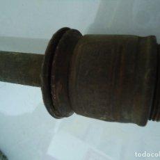 Antigüedades: BOMBA MANUAL DE EXTRACCIÓN DE ACEITE . Lote 118475407
