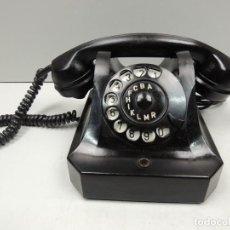 Teléfonos: ANTIGUO TELÉFONO DE BAQUELITA NEGRO AÑOS 60 VINTAGE AUTENTICO EXCELENTE PIEZA DE DECORACIÓN. Lote 118503907