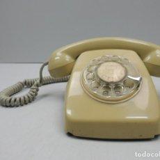 Teléfonos: IMPRESIONANTE ANTIGUO TELÉFONO DE BAQUELITA AMARILLO AÑOS 60 EXCELENTE PIEZA DE DECORACIÓN. Lote 118504151