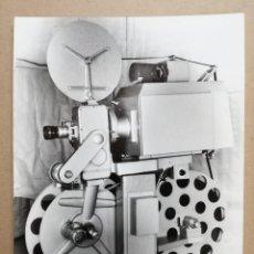 Antigüedades: FOTO DE PROYECTOR SIRIUS 4000 DE 35-70 MM.FOTO DE LA DISTRIBUIDORA DE BARCELONA.. Lote 118530299