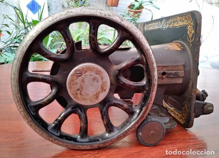 Antigüedades: Antigua cabeza de maquina de coser Singer para decoración o piezas (ver fotos) - Foto 4 - 118588563