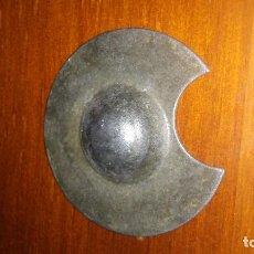Antigüedades: PEQUEÑA BACIA DE BARBERO.METAL. 4,6 CM DIAMETRO. Lote 118651975