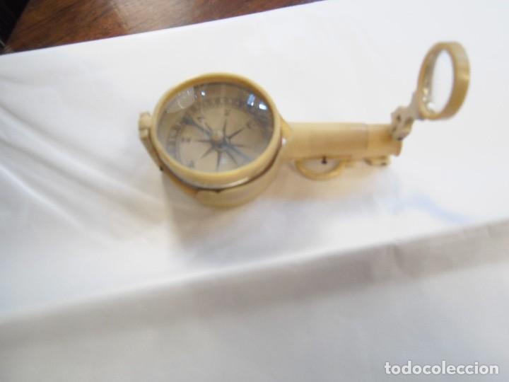Antigüedades: Brujula de explorador,alemana, es de celuloide, tiene lupa,espejo y sistema para hacer fuego. - Foto 4 - 118658551