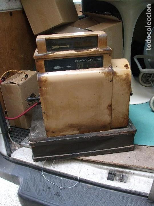 Antigüedades: Caja registradora grande de pesetas color marrón con manivela está bloqueada muy pesada 58 cm altura - Foto 7 - 118710387