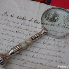 Antigüedades: LUPA GRANDE CON MANGO METALICO Y ADORNOS EN HUESO.. Lote 118748779