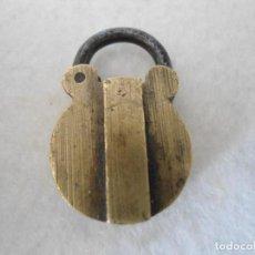 Antigüedades: ANTIGUO PEQUEÑO CANDADO CON APERTURA SECRETA. Lote 206577377