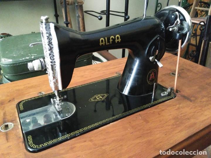 Antigüedades: Maquina de coser Alfa con mueble - Foto 2 - 118846559