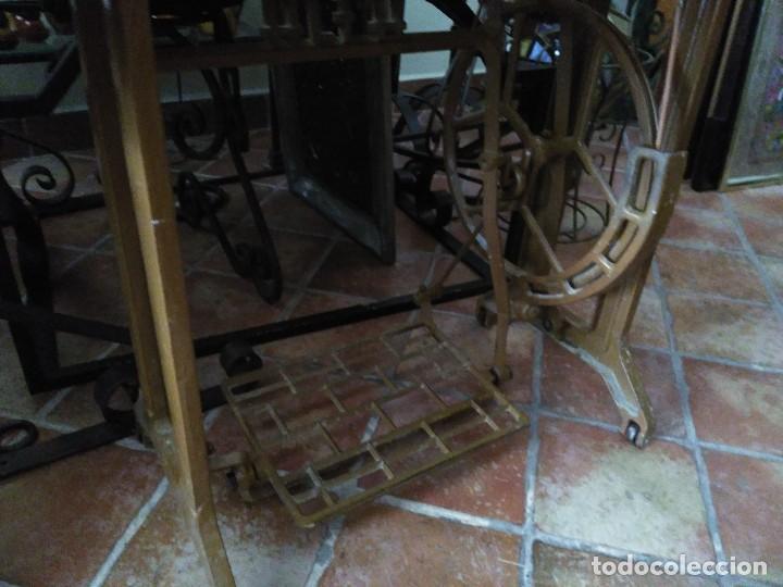 Antigüedades: Maquina de coser Alfa con mueble - Foto 5 - 118846559