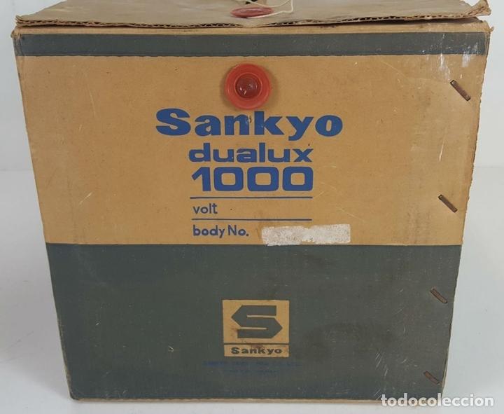 Antigüedades: PROYECTOR SUPER 8. SANKYO DUALUX 1000. CAJA ORIGINAL. COMPLETO. CIRCA 1970. - Foto 17 - 118886119